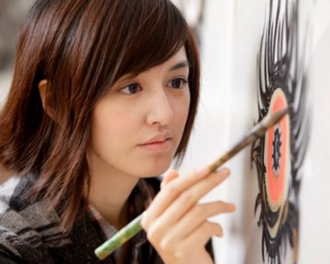 「美しすぎる銅版画家」小松美羽
